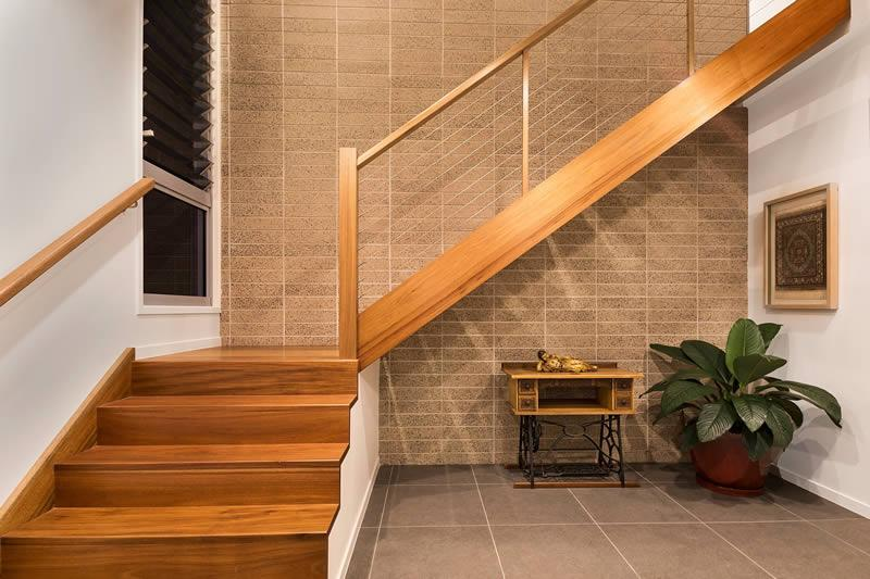 Closed stairs wire balustrade