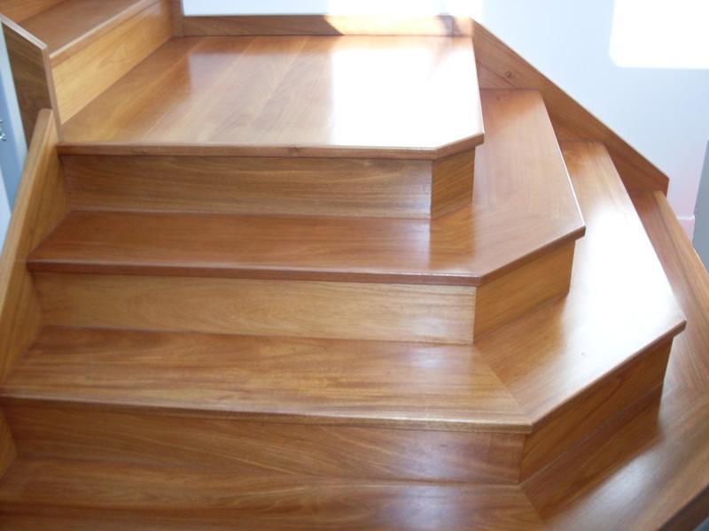Custom closed stairs
