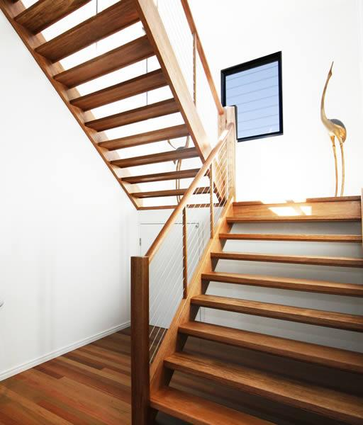 dual stringer staircase