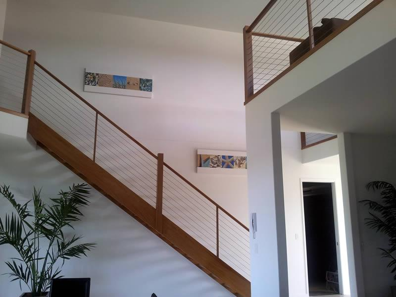Stairs with wire balustrading